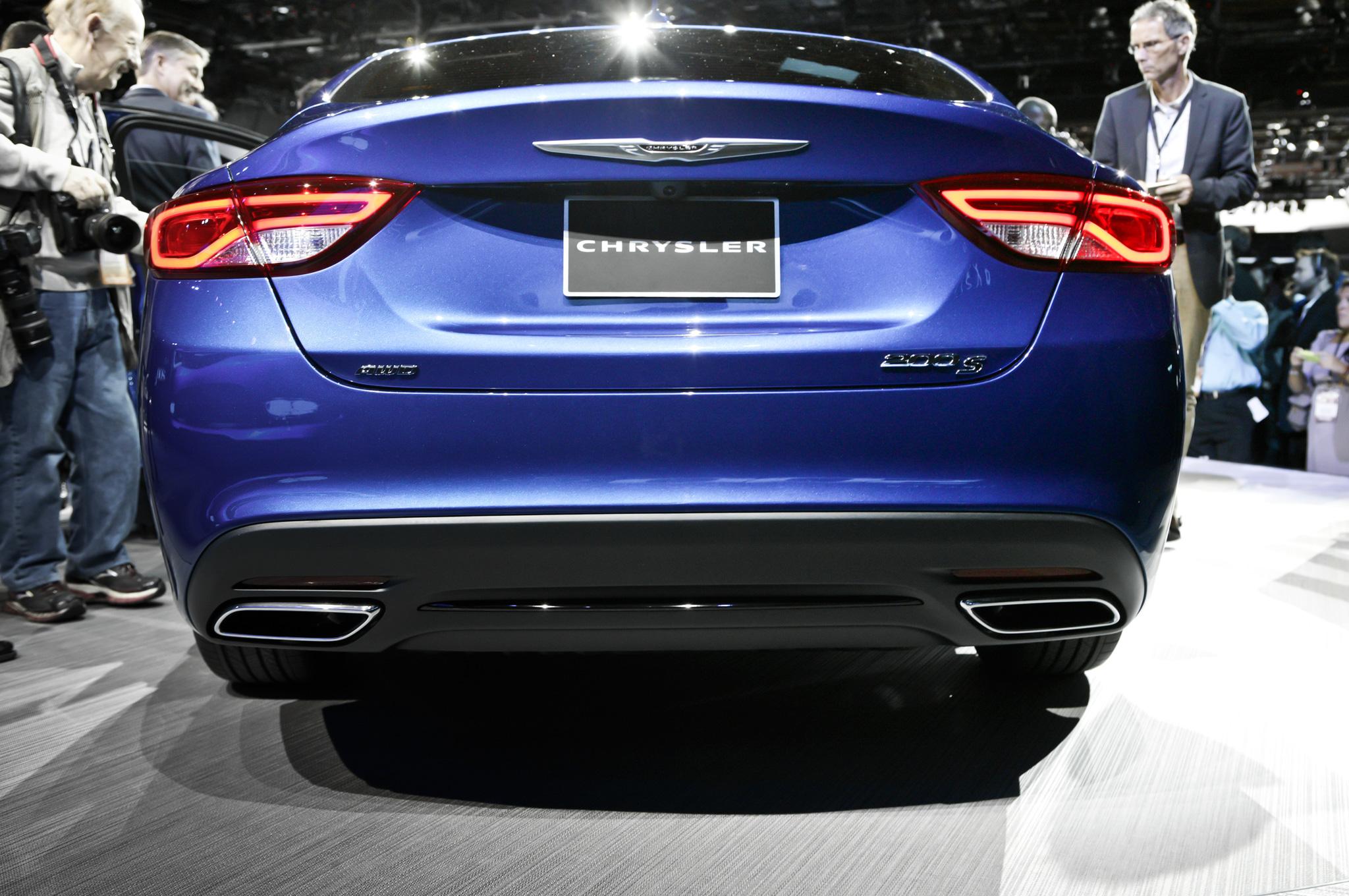 Chrysler 200 Rear >> 2015 Chrysler 200 In Detroit Blue Rear View Autopark