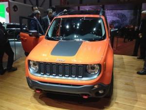 2015-Jeep-Renegade-Trailhawk-01-lead