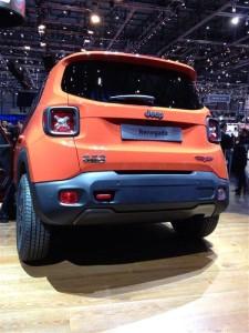 2015-Jeep-Renegade-Trailhawk-04-rear
